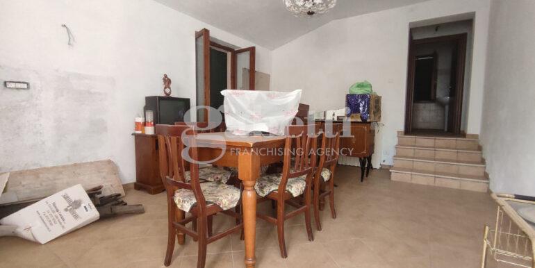 14 piano primo soggiorno con angolo cottura (camera più grande)